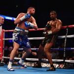 Легендарный боксер сенсационно проиграл бой