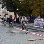 Велосипедисты соревновались на площади Филармонии в Черновцах
