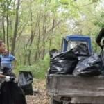 Буковинские спортсмены убирали берег Прута