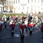 На площади Филармонии в Черновцах провели утреннюю зарядку